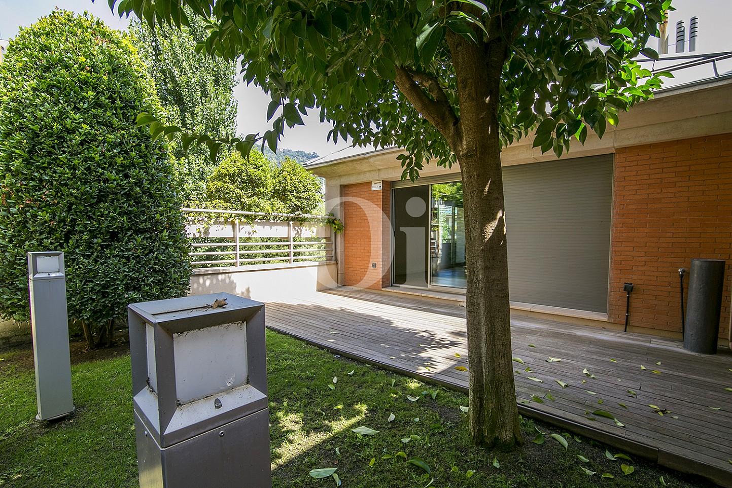 vista de exteriores de casa de lujo en venta en barcelona
