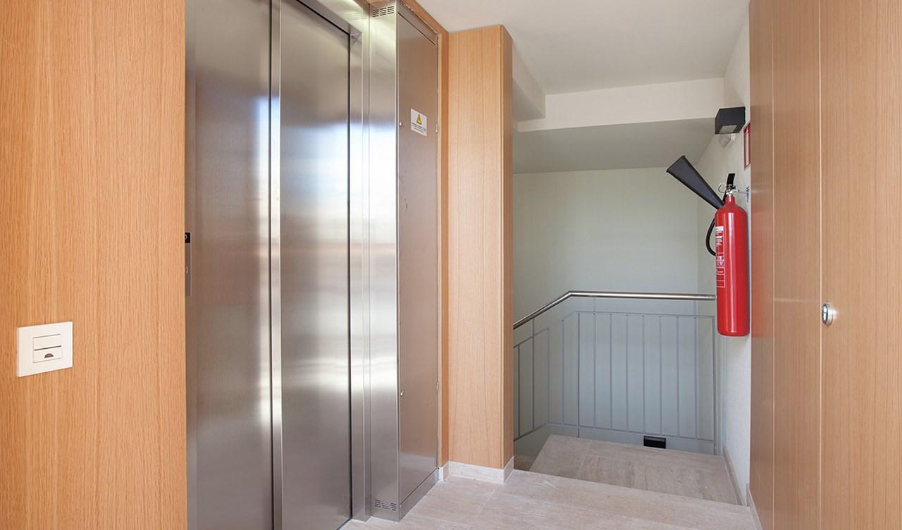 vista de portería de nueva promocion de viviendas en venta en Sants