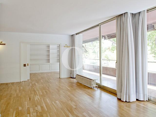 Sala de estar de apartamento en alquiler en enclave privilegiado en Pedralbes