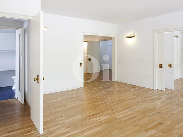 Salón-comedor de apartamento en alquiler en enclave privilegiado en Pedralbes