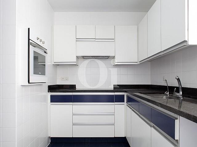 Cocina de apartamento en alquiler en enclave privilegiado en Pedralbes