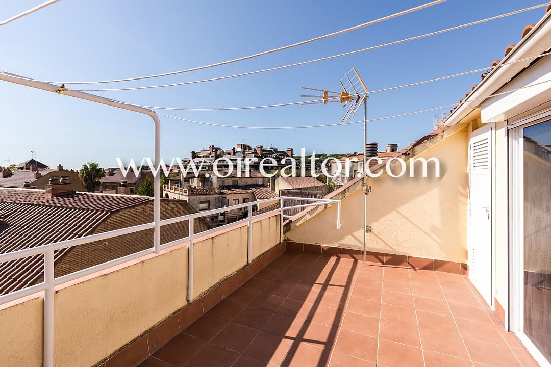 Продается дом в центре Сант Андреу де Льяванерес