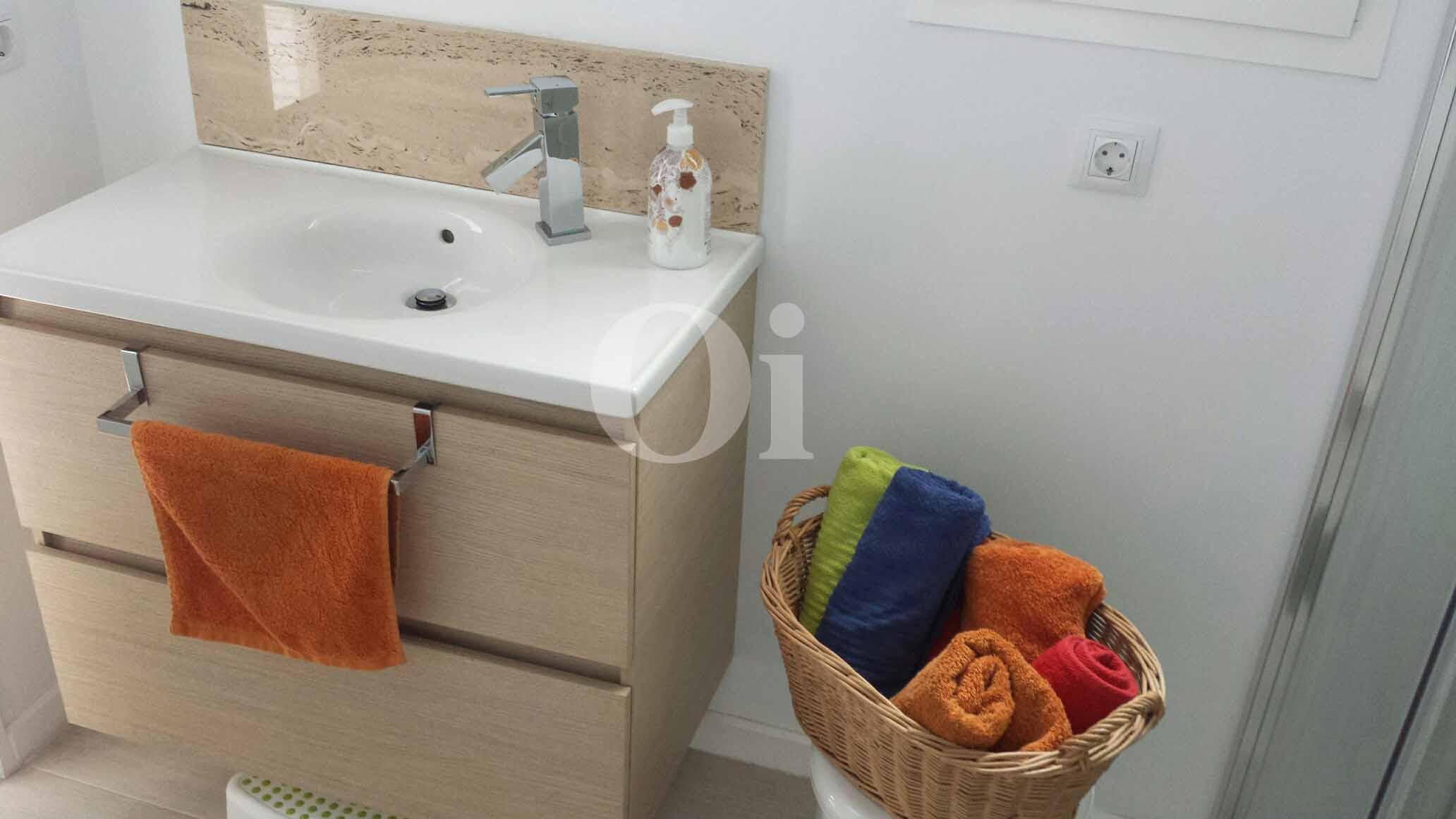 Baño de encantador apartamento en venta en S'Illot, Mallorca