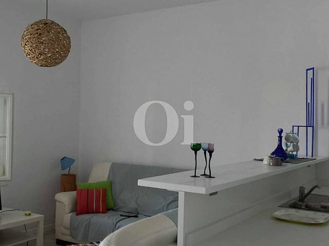 Sala de estar de encantador apartamento en venta en S'Illot, Mallorca