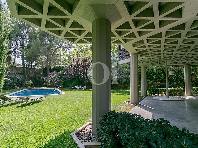Jardín de sofisticado piso en venta en Pedralbes, Barcelona