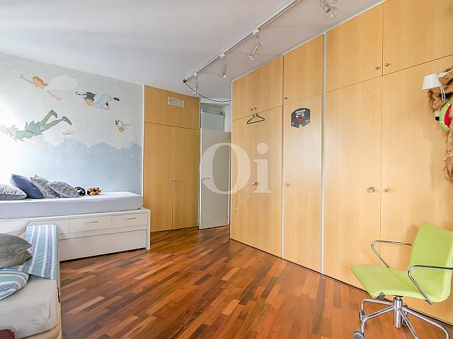 Armario de sofisticado piso en venta en Pedralbes, Barcelona