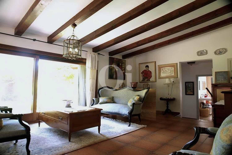 Sala de estar de finca rústica en venta con vistas al mar en Capdepera, Mallorca