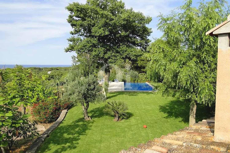 Jardín de finca rústica en venta con vistas al mar en Capdepera, Mallorca