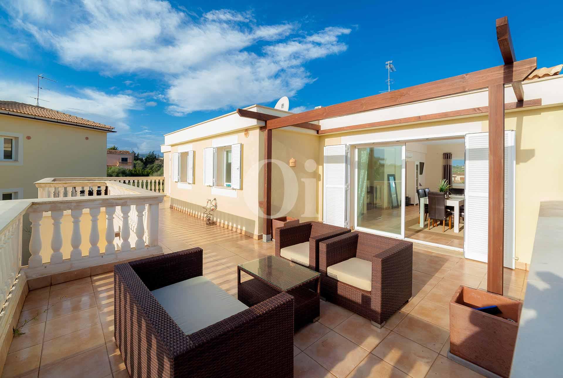 Terraza soleada de apartamento nuevo en venta en Porto Cristo, Mallorca