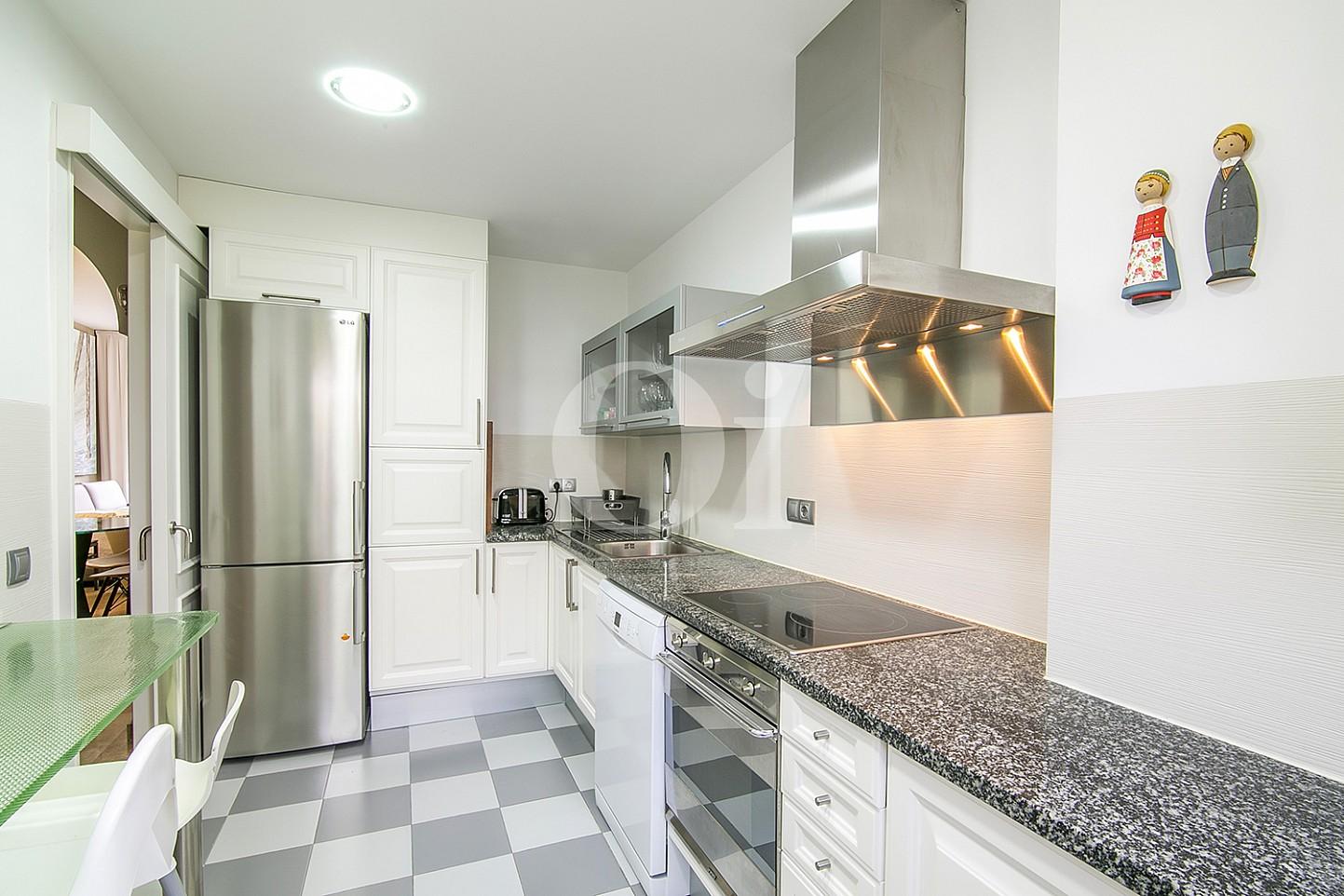 Cocina de lujoso ático dúplex en venta en S'Agaró, Costa Brava