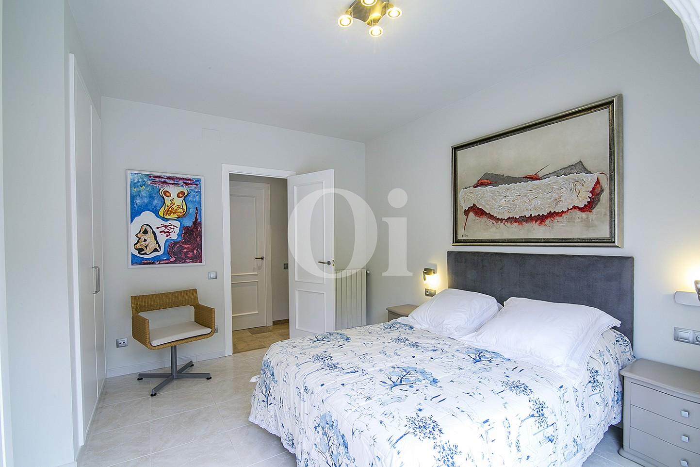 Dormitorio de lujoso ático dúplex en venta en S'Agaró, Costa Brava