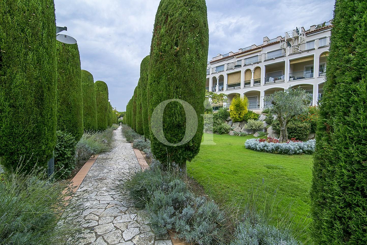 Jardín de lujoso ático dúplex en venta en S'Agaró, Costa Brava