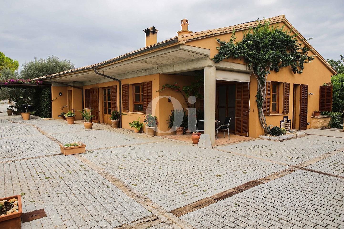 Fachada de villa exclusiva en venta en Mallorca próxima a Manacor