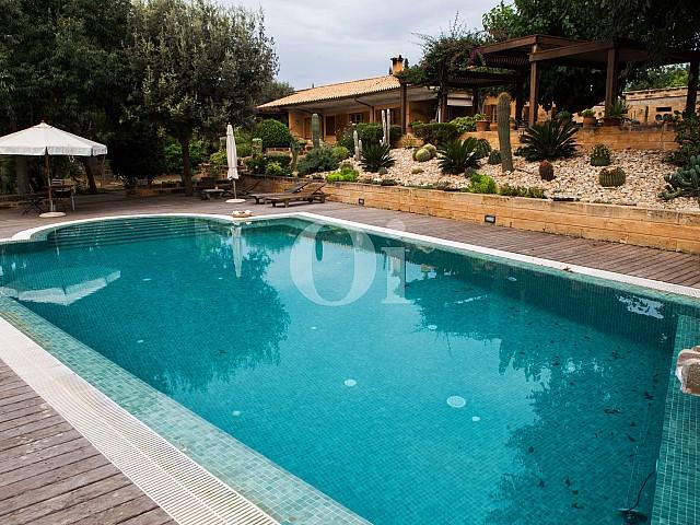 Piscina propia de villa exclusiva en venta en Mallorca próxima a Manacor
