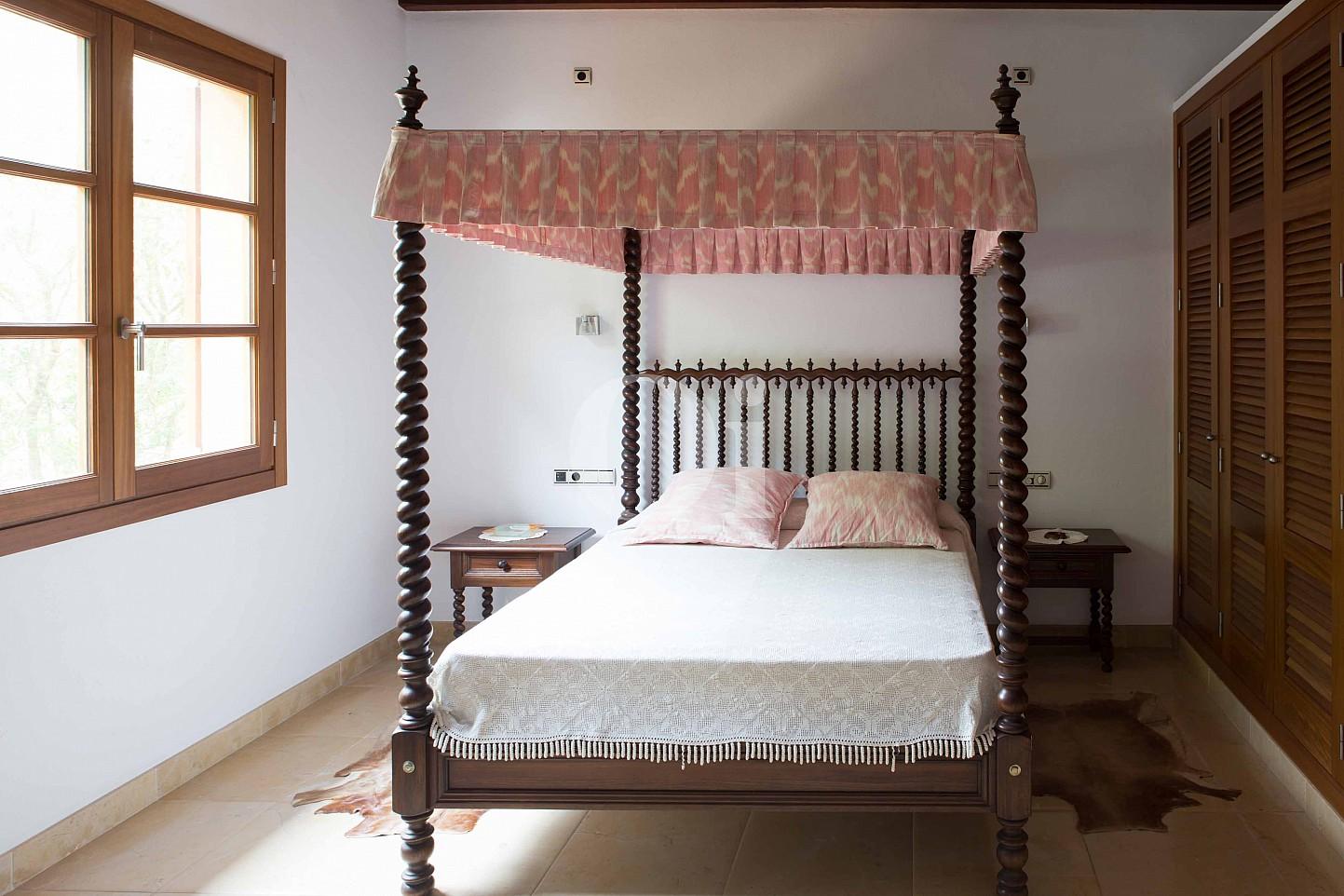 Habitación de matrimonio de villa exclusiva en venta en Mallorca próxima a Manacor
