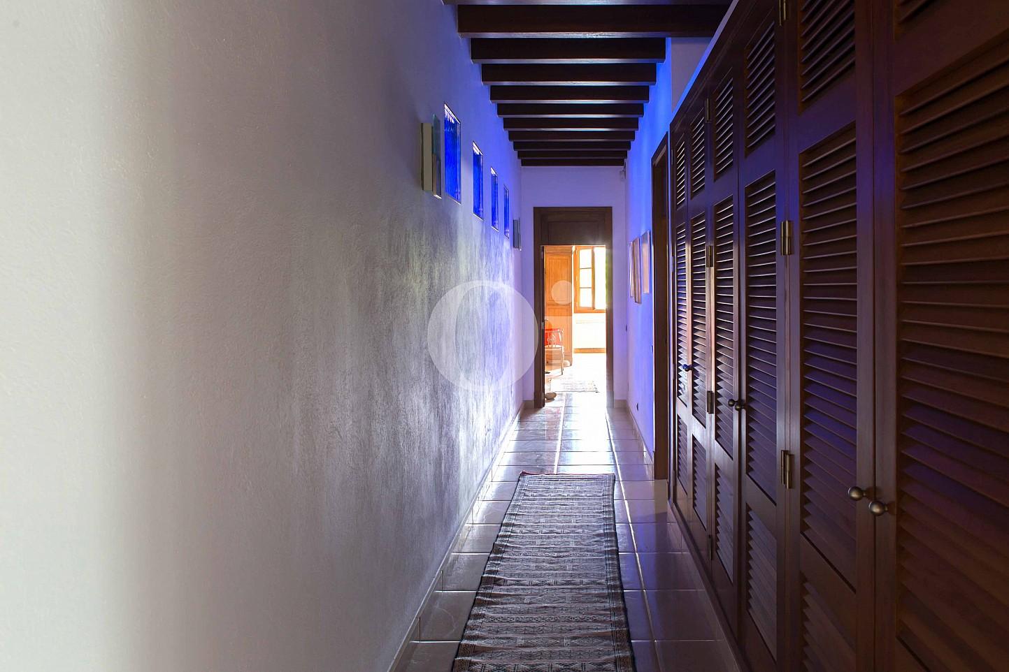 Pasillo de villa exclusiva en venta en Mallorca próxima a Manacor