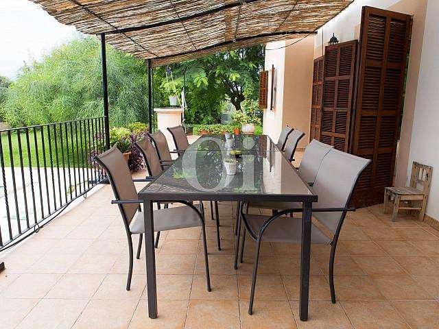 Comedor de verano de preciosa casa de campo en venta en Manacor, Mallorca
