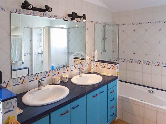 Baño con bañera de preciosa casa de campo en venta en Manacor, Mallorca