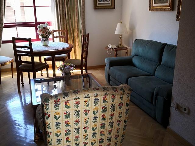 Apartamento para alugar em rua Alvarado