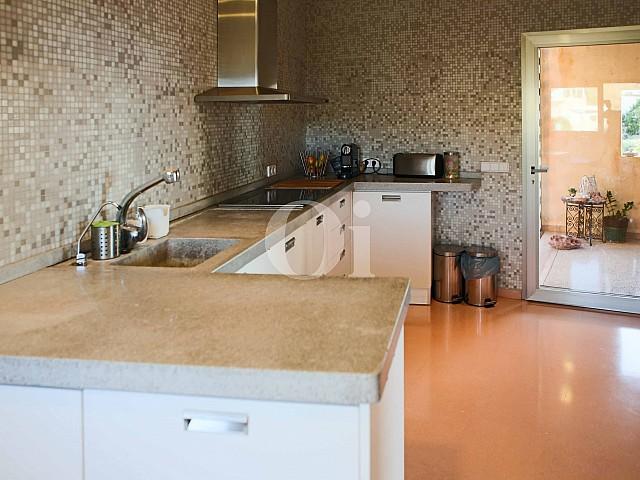 Cocina de moderna villa en venta en Artá, Mallorca