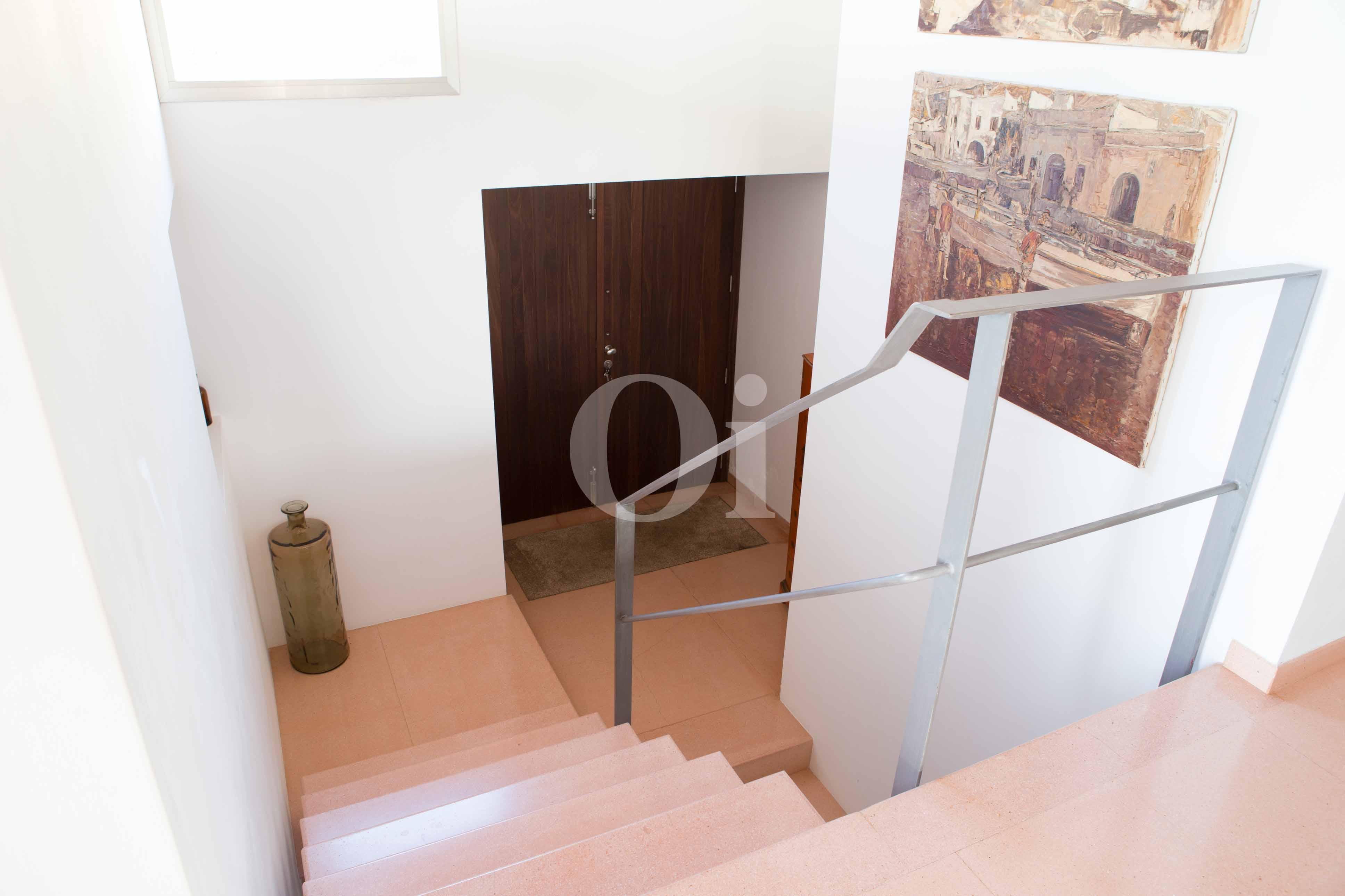 Escaleras de moderna villa en venta en Artá, Mallorca