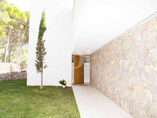Vistass de impresionante casa minimalista en venta en Cala Ratjada, Mallorca