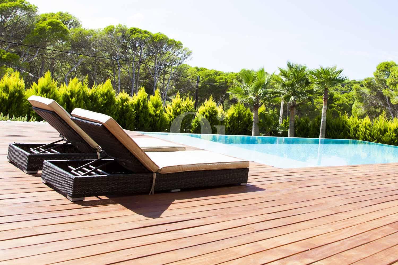 Piscina propias de impresionante casa minimalista en venta en Cala Ratjada, Mallorca