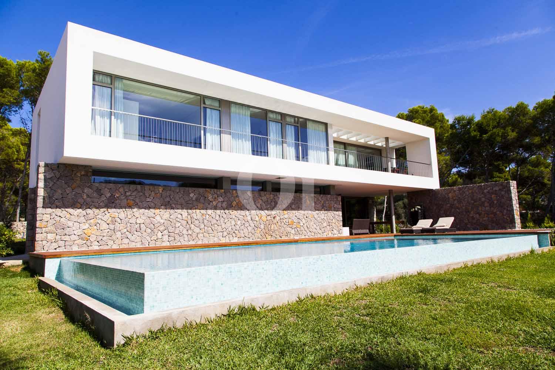 Impresionante casa minimalista en venta en cala ratjada for Venta casa minimalista df