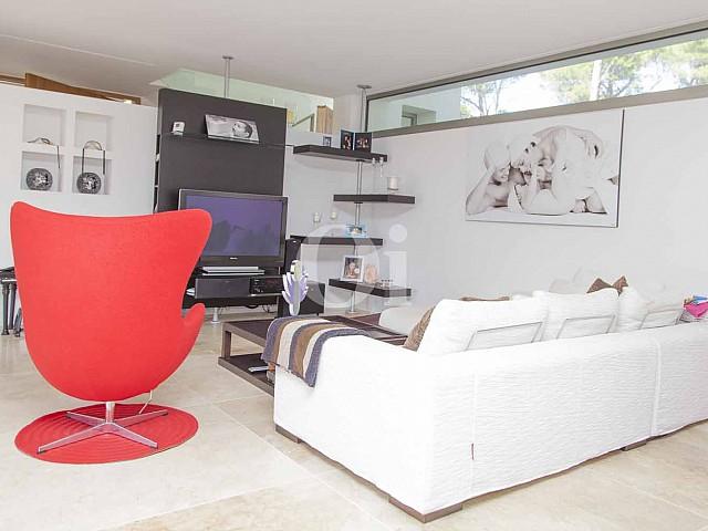 Sala de estars de impresionante casa minimalista en venta en Cala Ratjada, Mallorca