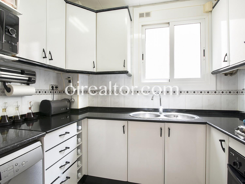 Продается квартира в Побленоу, Барселона