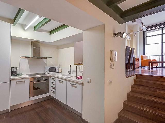 Cuisine équipée et fonctionnelle dans un appartement en vente à Barcelone