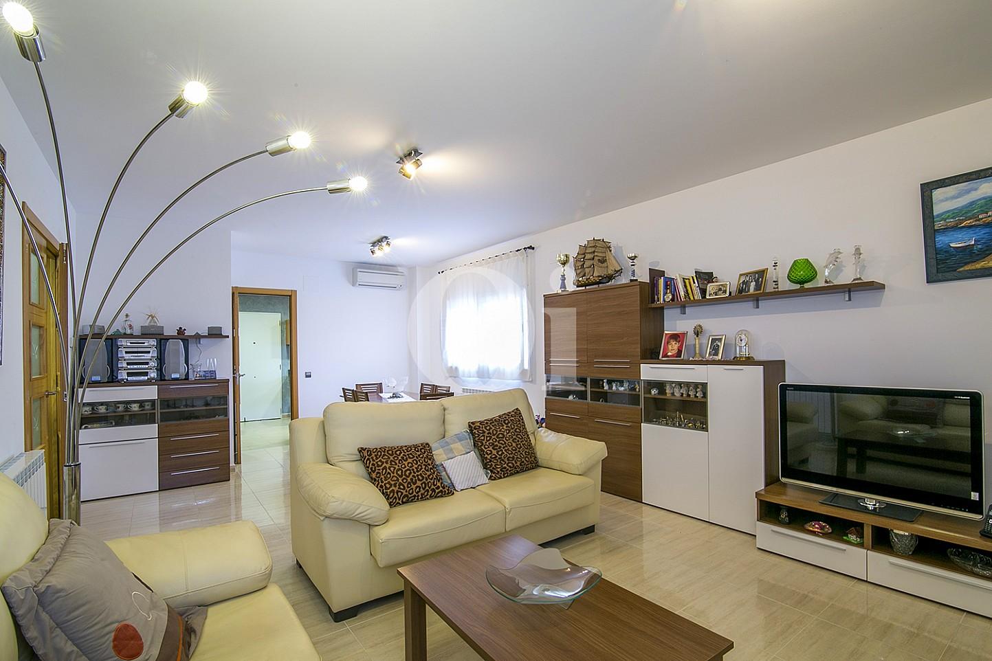Sala de estar de casa en venta con vistas al mar en Lloret de Mar, Costa Brava
