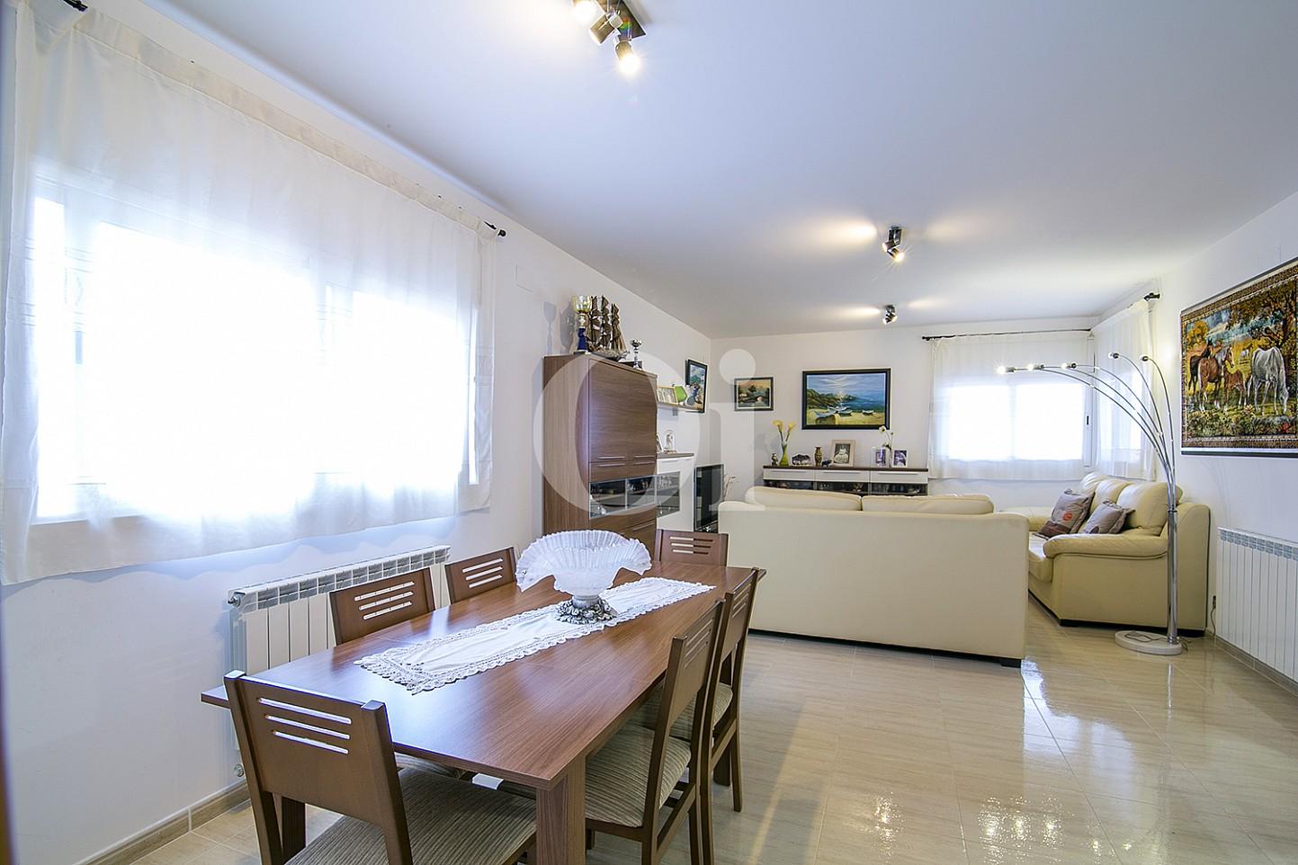Wohn-Esszimmer eines Hauses mit Anblicken zum Verkauf in Lloret de Mar, Costa Brava