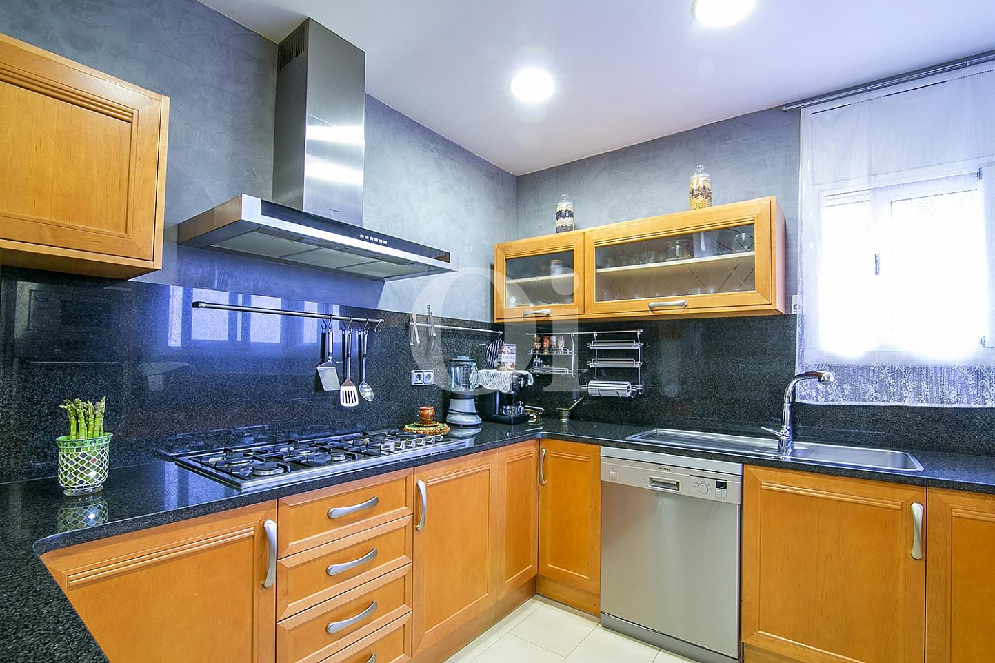 Cocina de casa en venta con vistas al mar en Lloret de Mar, Costa Brava