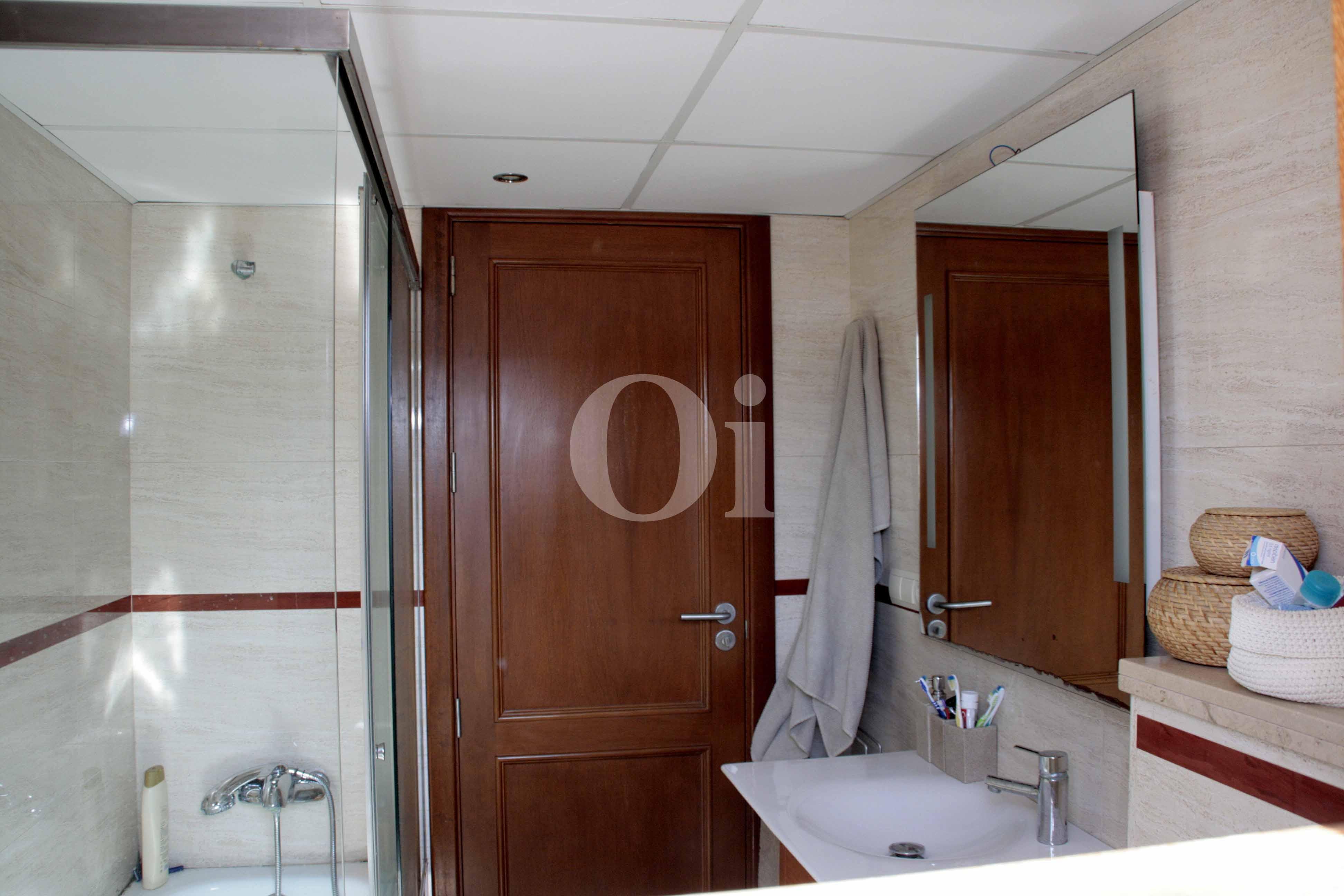 Badezimmer eines wunderbaren Reihenhauses zum Verkauf in Ibiza