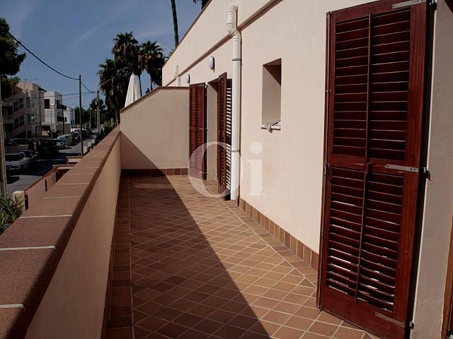 Терраса в превосходном доме на продажу на Ибице