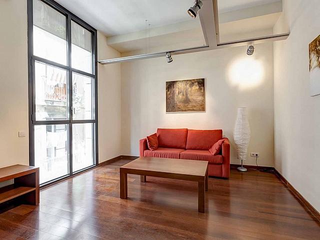 Salon spacieux et lumineux dans un appartement en vente à Barcelone