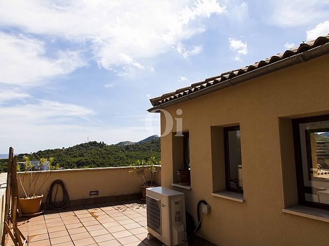Terrassa d'una casa en venda en un exclusiu complex residencial de Mallorca