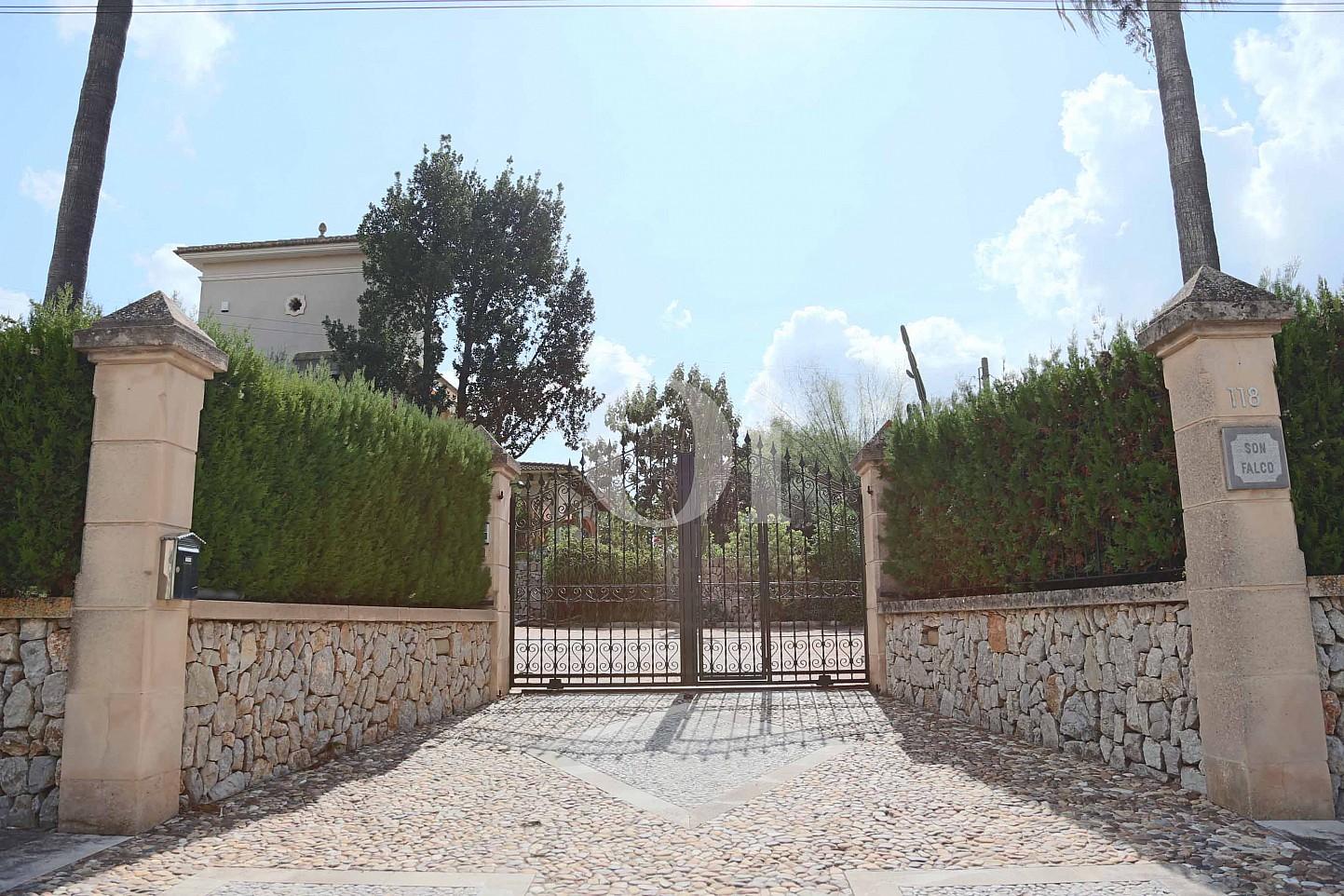 Eingang einer luxuriösen Villa zum Verkauf in San Lorenzo, Mallorca