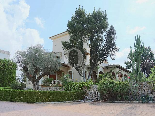 Fachada de lujosa villa en venta en San Lorenzo, Mallorca