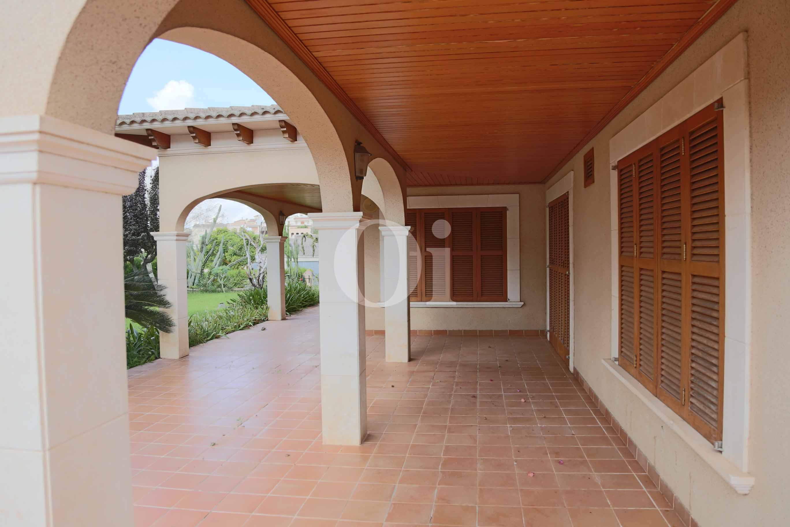 Veranda einer luxuriösen Villa zum Verkauf in San Lorenzo, Mallorca
