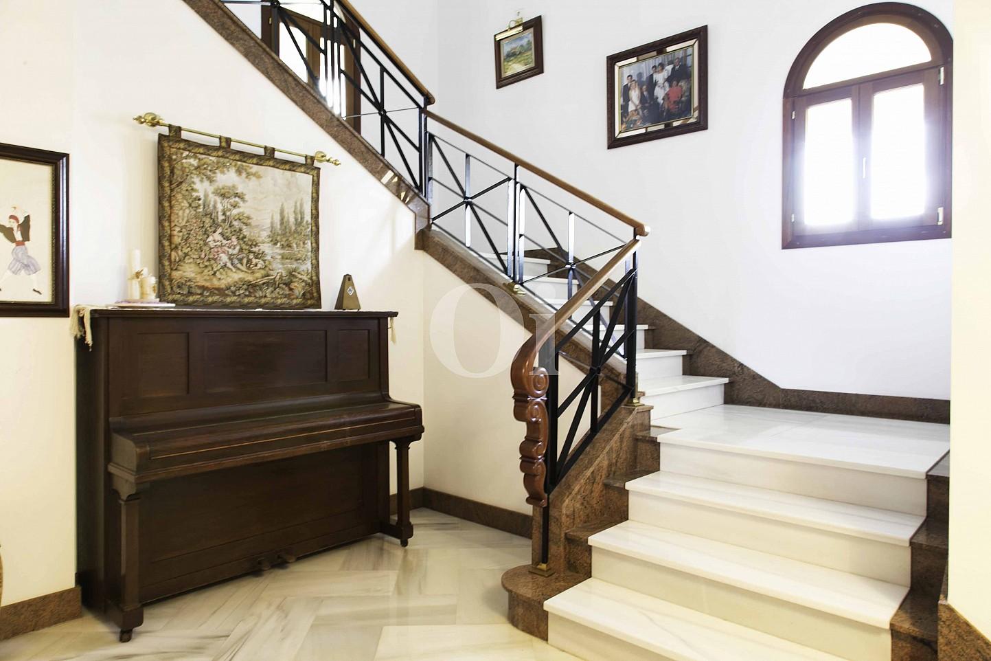 Treppe zum oberen Stock einer luxuriösen Villa zum Verkauf in San Lorenzo, Mallorca