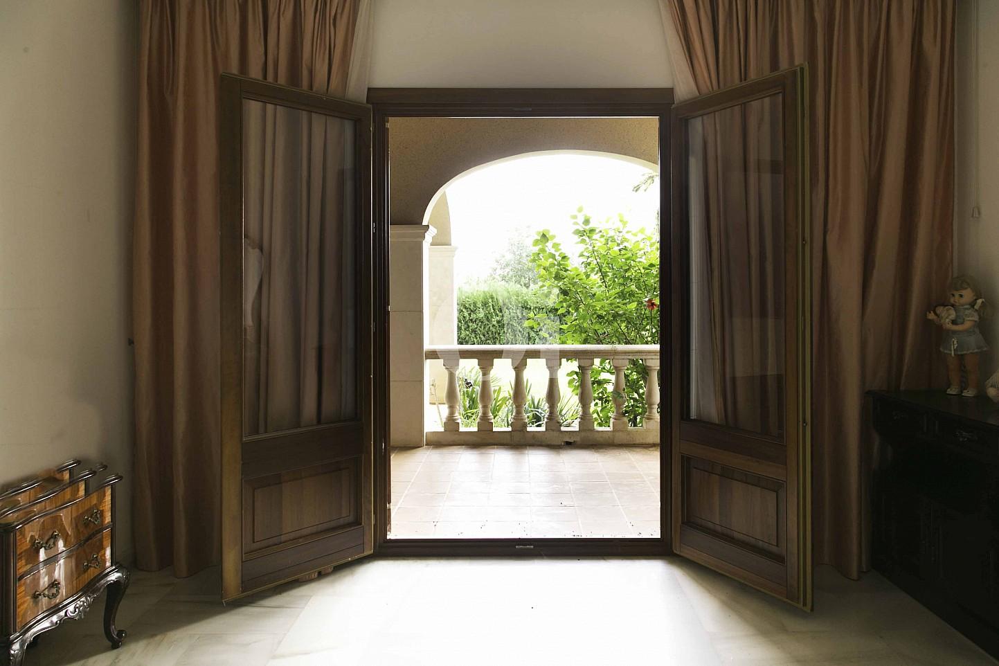 Zimmer mit Zugang nach aussen  einer luxuriösen Villa zum Verkauf in San Lorenzo, Mallorca