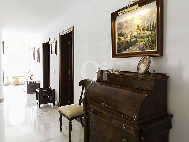 Pasillo de lujosa villa en venta en San Lorenzo, Mallorca