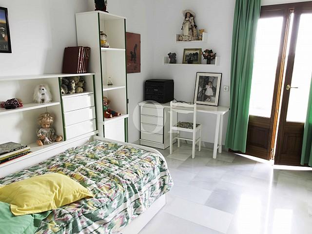 Schlafzimmer einer luxuriösen Villa zum Verkauf in San Lorenzo, Mallorca
