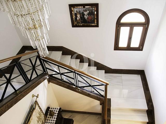 Escaleras de lujosa villa en venta en San Lorenzo, Mallorca