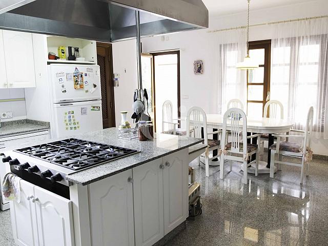 Cocina de lujosa villa en venta en San Lorenzo, Mallorca