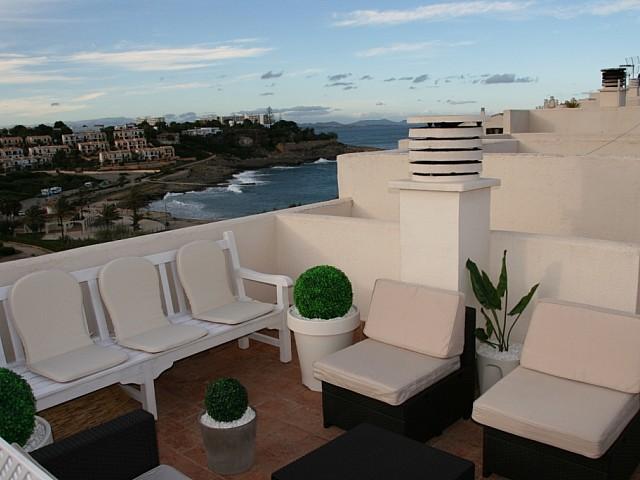 Comedor de verano de casa en venta en Mallorca con preciosas vistas