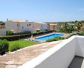 Umgestaltete Villa in einem Wohngebiet neben Cala Mendia, Mallorca