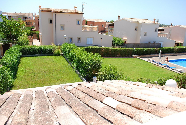 Jardín de chalet en venta en zona residencial junto a cala Mendia, Mallorca